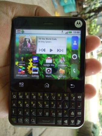 Motorola Charm Versus Samsung Galaxy Pro